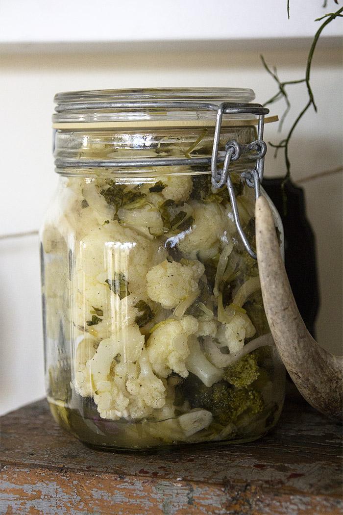 Marinoitu kukkakaali saa makua korianterista