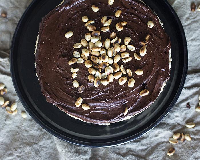 Suklaa- Maapähkinävoijuustokakku