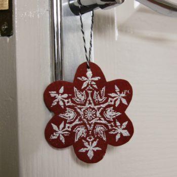 DIY joulukalenteri – Luukku 13: Joulukoristeita kierrätysmateriaaleista