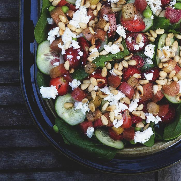 Kesäsalaatti | raparperi | salaatti | mansikka | kesäsalaatti