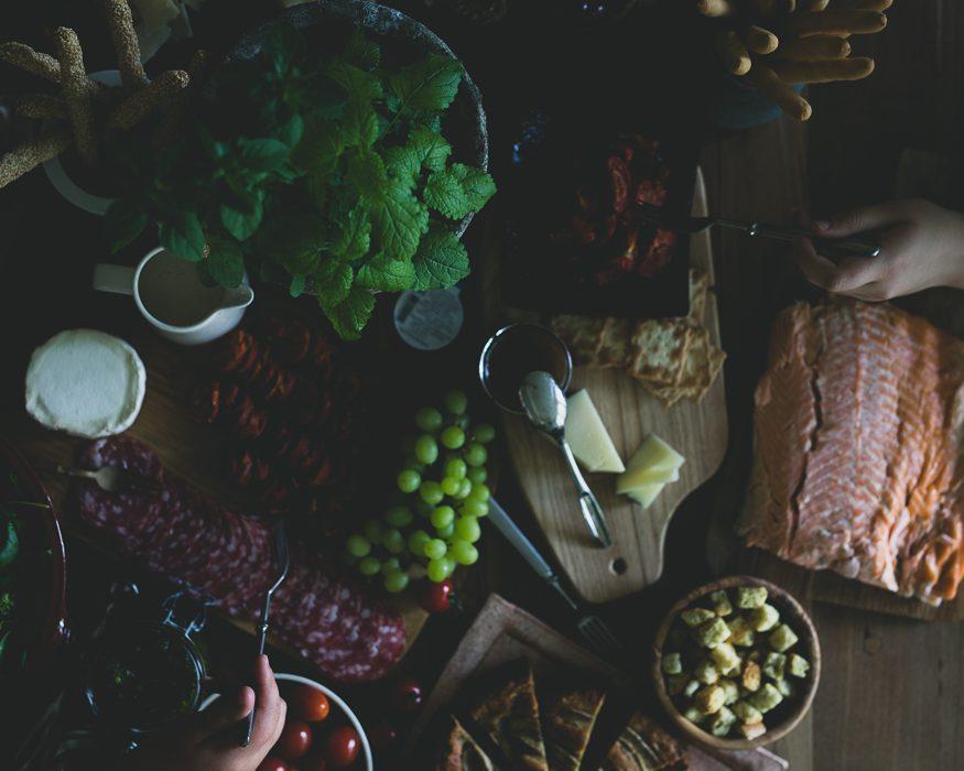Juustolautanen | Tapaspöytä | Antipasto | cheeseboard | antipasti platter