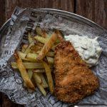 Fish and chips tartar-kastikkeella