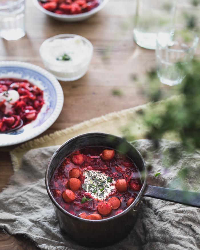 Borssikeitto nakeilla | venäläinen keittiö | keitto | soppa | punajuuri | nakki