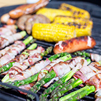 Pekoniin kääritty parsa on helppo grilliherkku